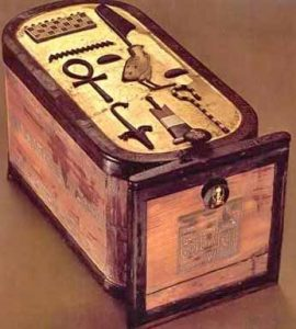Cartouche box with Tutankhamun's named inlaid on top in raised blackwood on a gilded background. Its sides and edges are veneered with strips of blackwood.